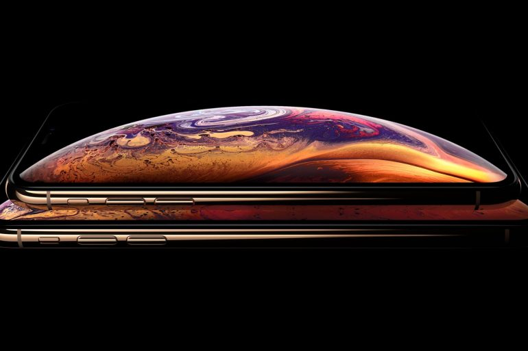 iPhone XS and iPhone XS Max in Gold