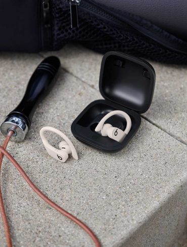 Powerbeats-Pro-in-Charging-Case